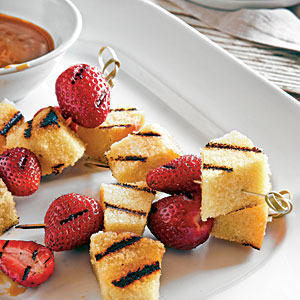 barbequed pound cake grilled with berries