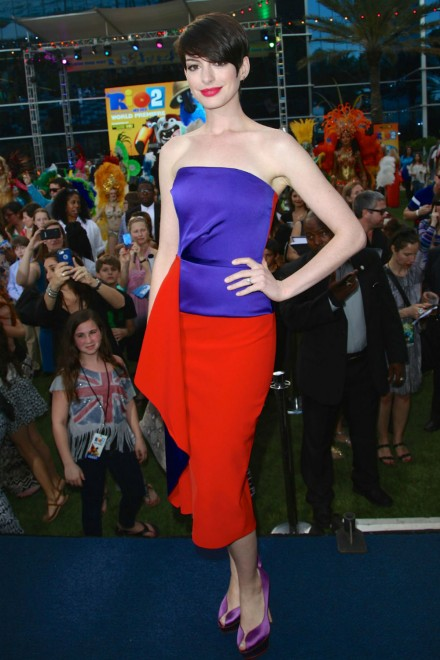 Anne Hathaway makes a style statement in this bold color block  Roksanda Illincic dress